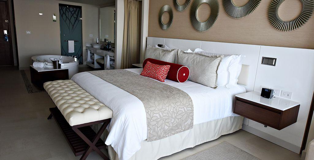 En Luxury Junior Suite Ocean View ou en Luxury Suite Ocean View with Terrace Jacuzzi Diamond Club®