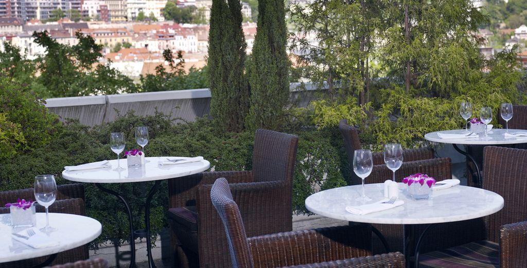 Sur la terrasse du Café Praha