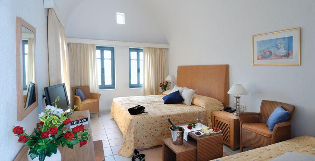 Vous séjournerez dans une confortable et lumineuse chambre Standard...