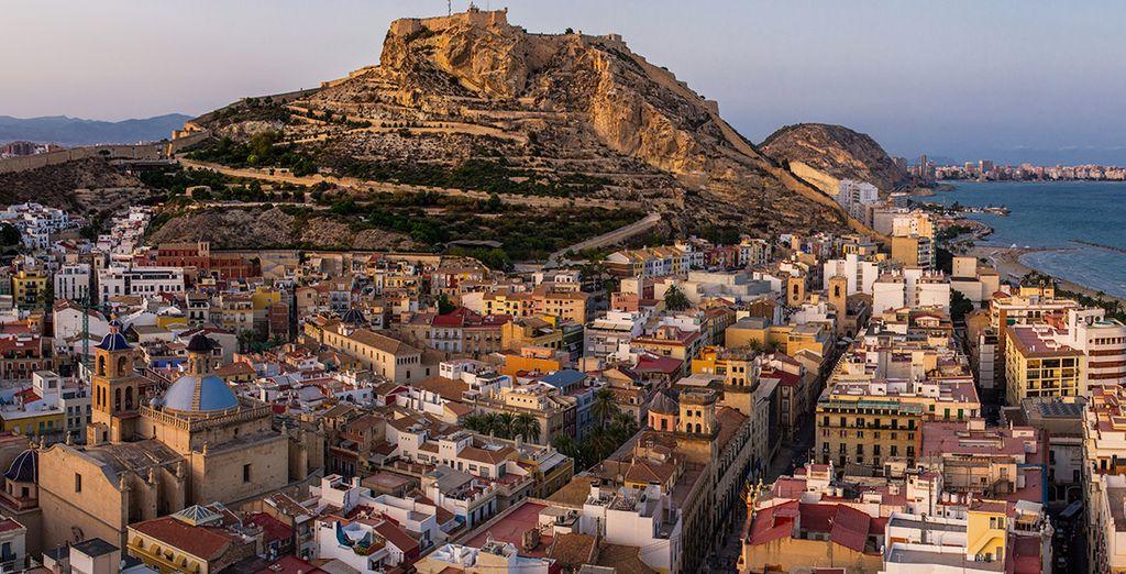 En fin de journée, après avoir profité des ruelles colorées d'Alicante...