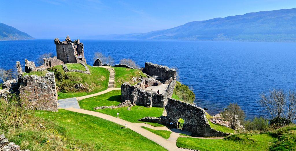 Au château d'Urquhart et sa vue imprenable sur le mythique Loch Ness