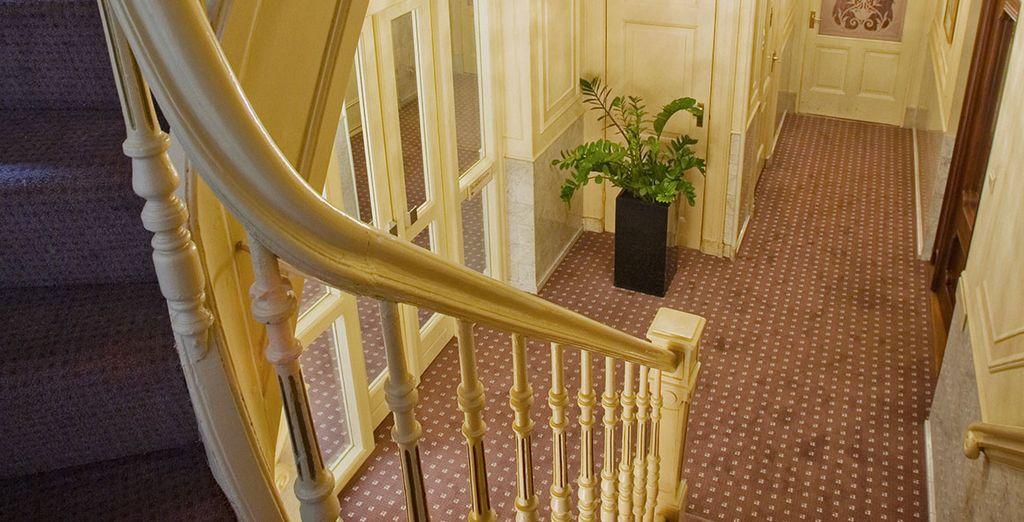 Montez à l'étage et prenez la direction des chambres