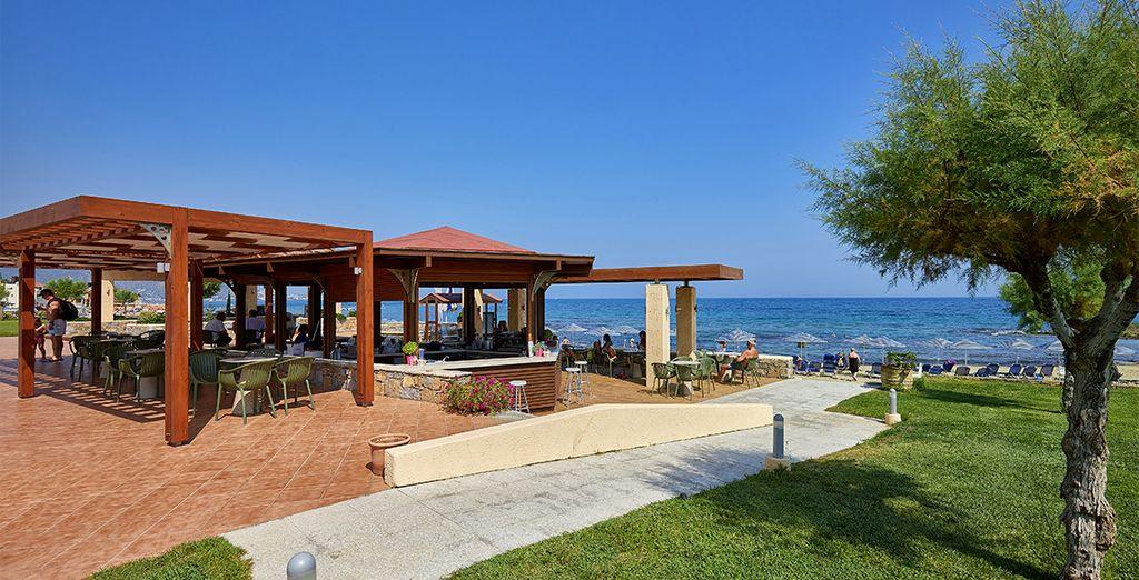 Vous prendrez vos repas face à la mer, dans un cadre idyllique