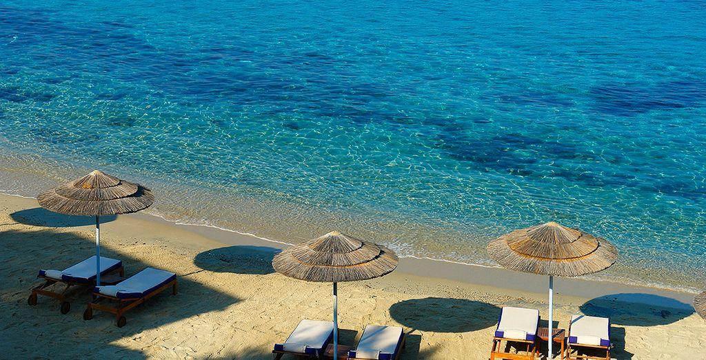 La plage privée aménagée...