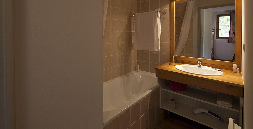 et leur salle de bain bien équipée