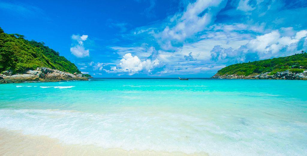 Photographie de Phuket en Thaïlande, ses plages de sable blanc et ses eaux turquoises