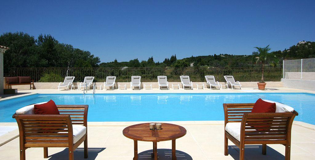 Piscine au cœur d'un hôtel haut de gamme en France