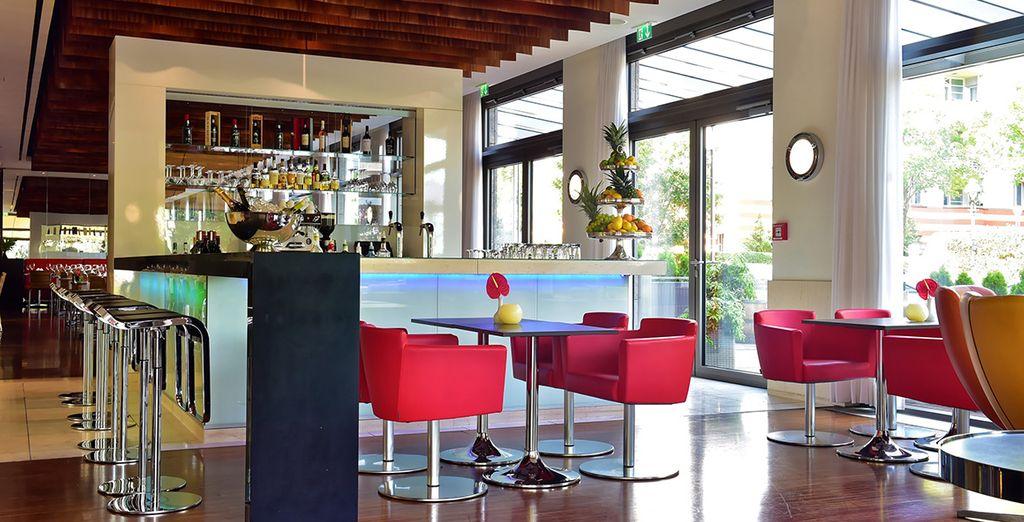 Hôtel de luxe 4 étoiles avec bar et restaurant, au cœur de Berlin