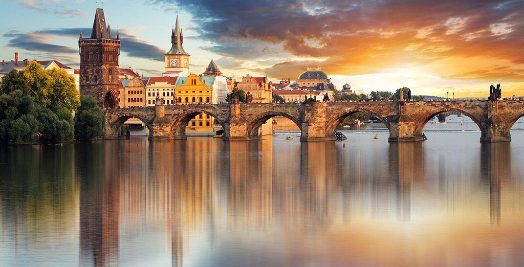 Photographie de la ville de Prague, capitale de la République Tchèque ainsi que du pont Charles