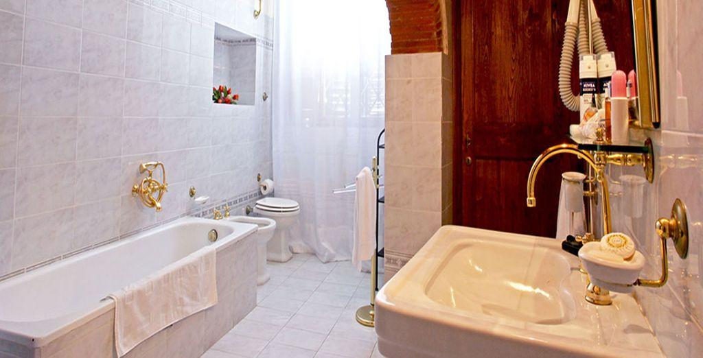 Et sa salle de bain au charme authentique