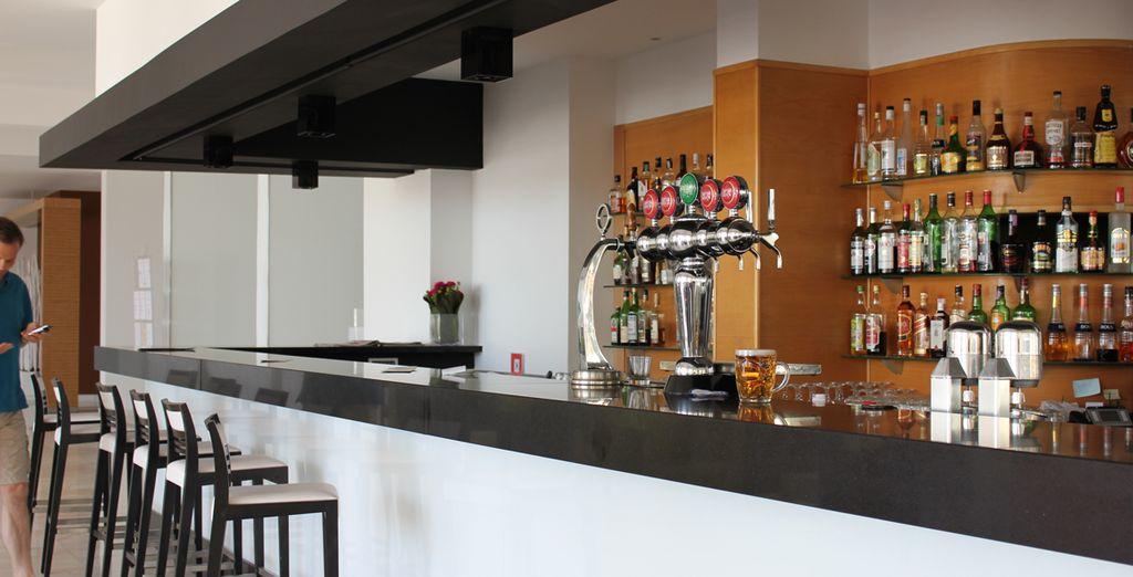 Prenez un dernier verre au bar de l'hôtel...