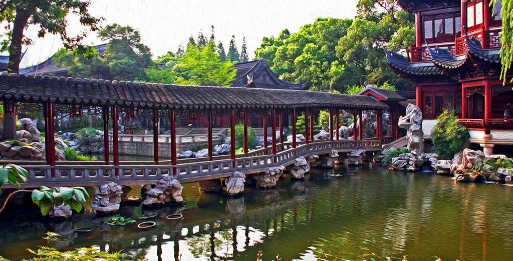 Vous découvrez ensuite la vieille ville et le jardin Yu, sur les pas de tintin et le lotus bleu