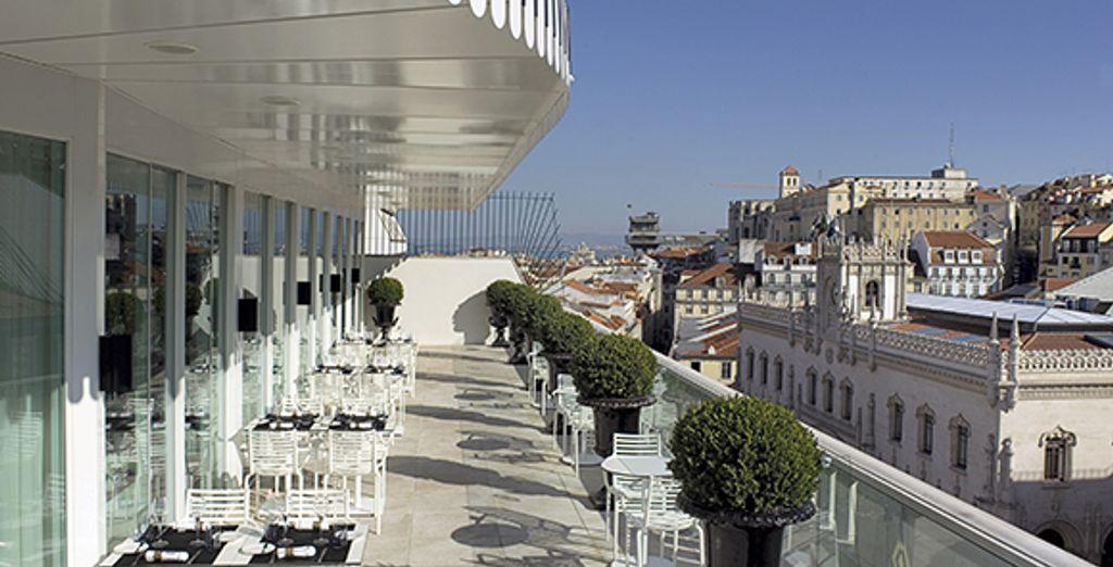 Profitez de la terrasse sur les toits de la ville