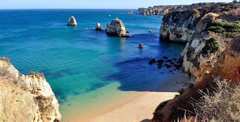 Préparez-vous à vous détendre sur des plages de sable fin... - Palm Village Suites 4* Albufeira