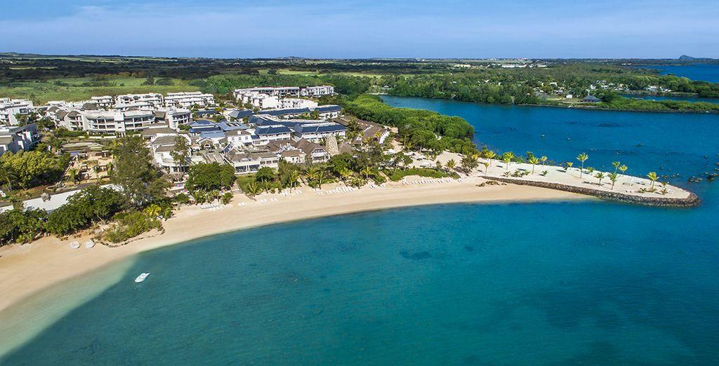 Sur la côte est où vous attend le Radisson Blu Azuri 4* Sup