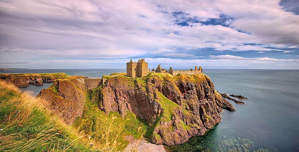 Aux portes de la ville, le Château de Dunnottar évoque une valeur romantique singulière depuis son promontoire