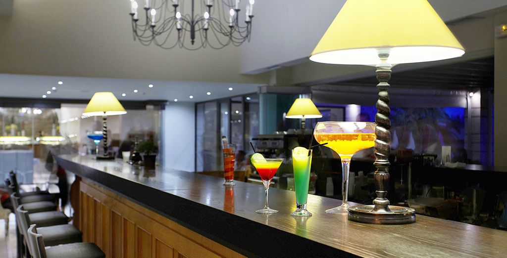 En soirée, vous pourrez siroter un cocktail au Main Bar...