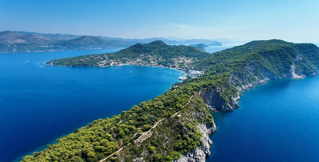 Niché dans le cadre naturel exceptionnel de l'île de Lopud en Croatie