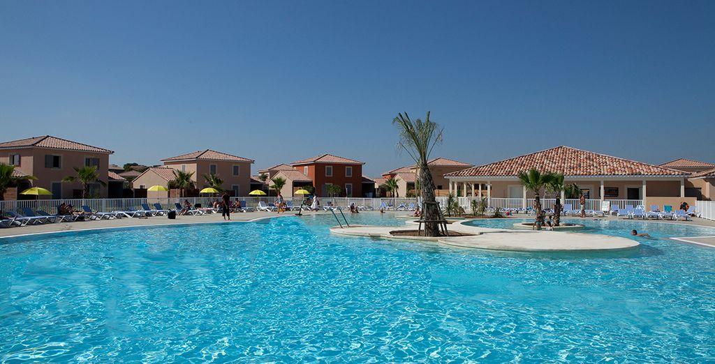 Pendant que vos enfants s'amusent dans la piscine... des vacances réussies en perspective !
