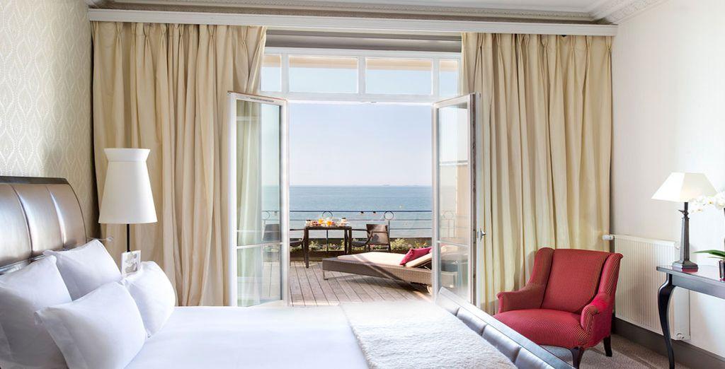 Hôtel haut de gamme 5 étoiles tout confort avec terrasse privée donnant directement sur la manche