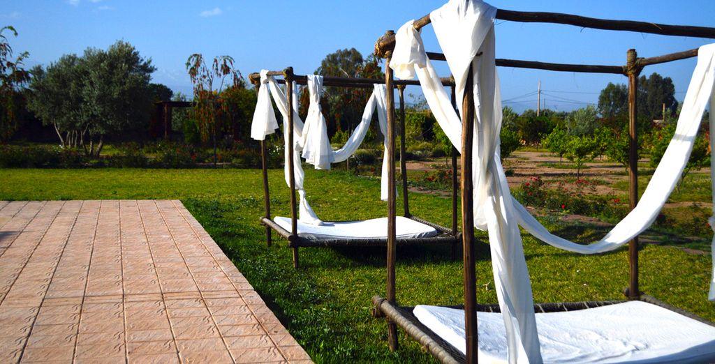 Découvrez un extérieur incroyable, de la piscine aux jardins...