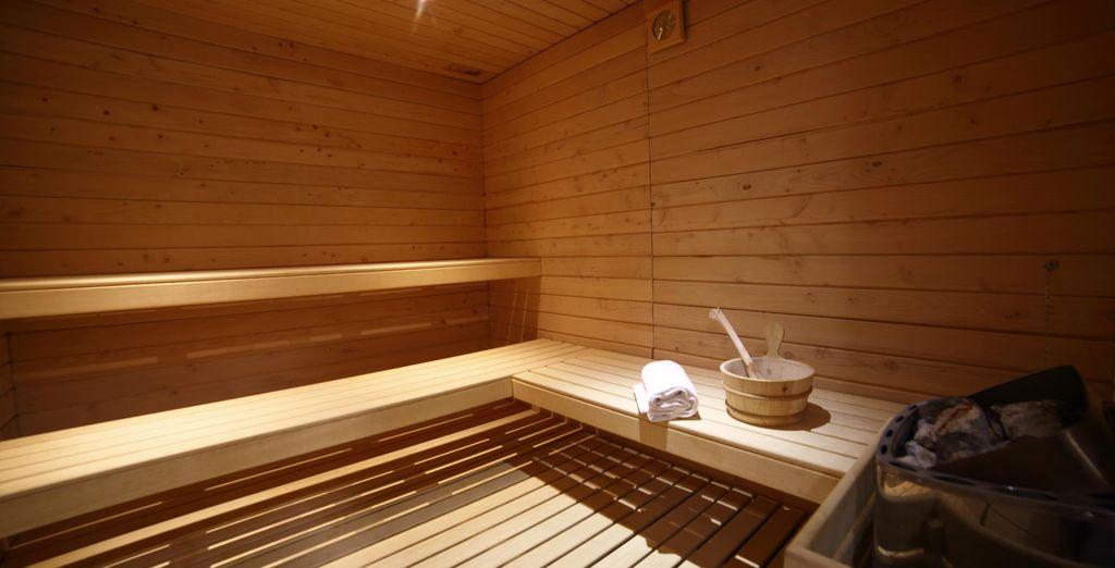 Dirigez-vous ensuite vers le sauna pour un pur moment de détente !