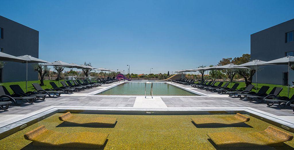 Prenez le temps de faire quelques brasses dans la piscine extérieure ...