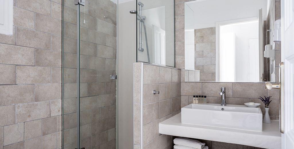 Et équipée d'une salle de bain moderne