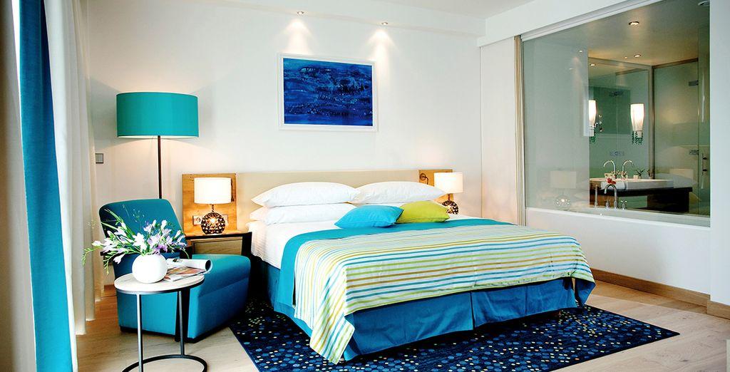 Posez vos valises dans votre chambre, moderne et accueillante