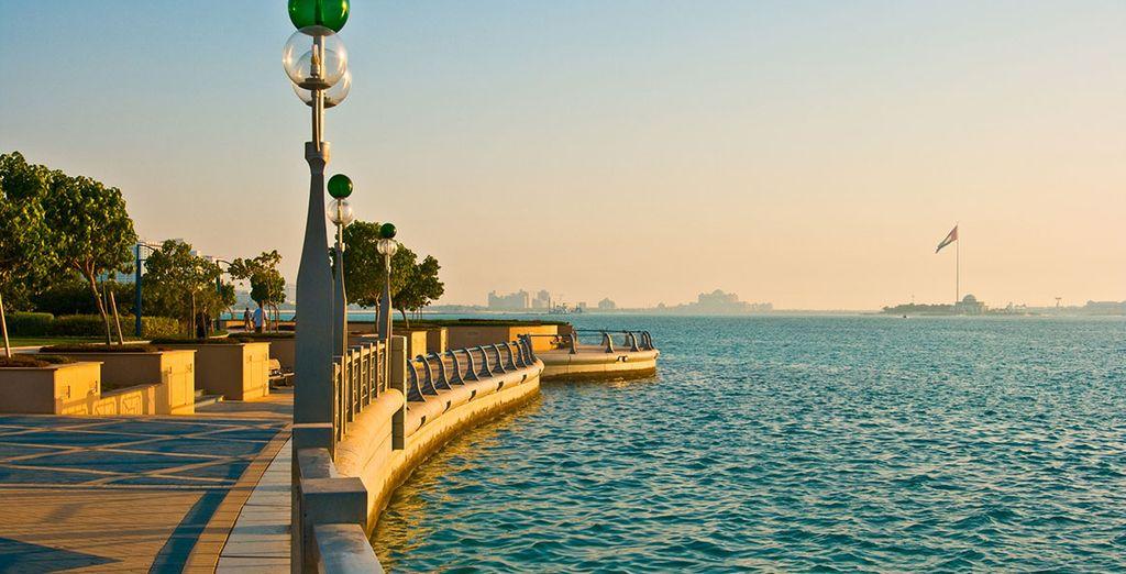 Situé le long de la fameuse Corniche