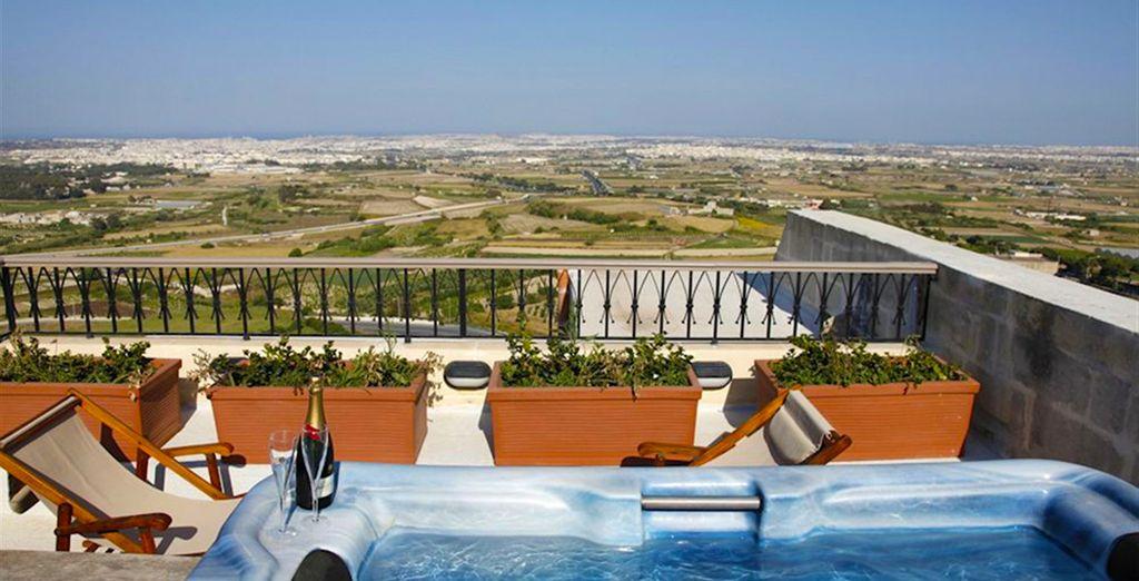 Ou bien la Suite Deluxe avec terrasse et bain à remous...