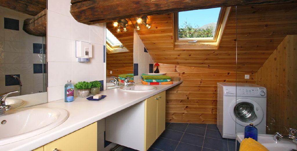 dans cette belle maison de 250 m² à 5 kilomètres des Deux Alpes et à 500 mètres du télécabine
