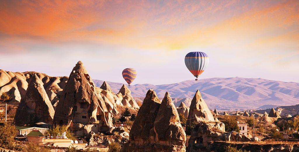 Visiter la région de Cappadoce, inscrite au Patrimoine mondial de l'UNESCO...