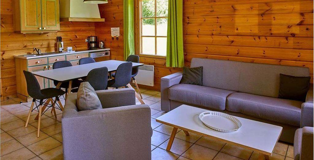 Dans un cottage chaleureux et familial