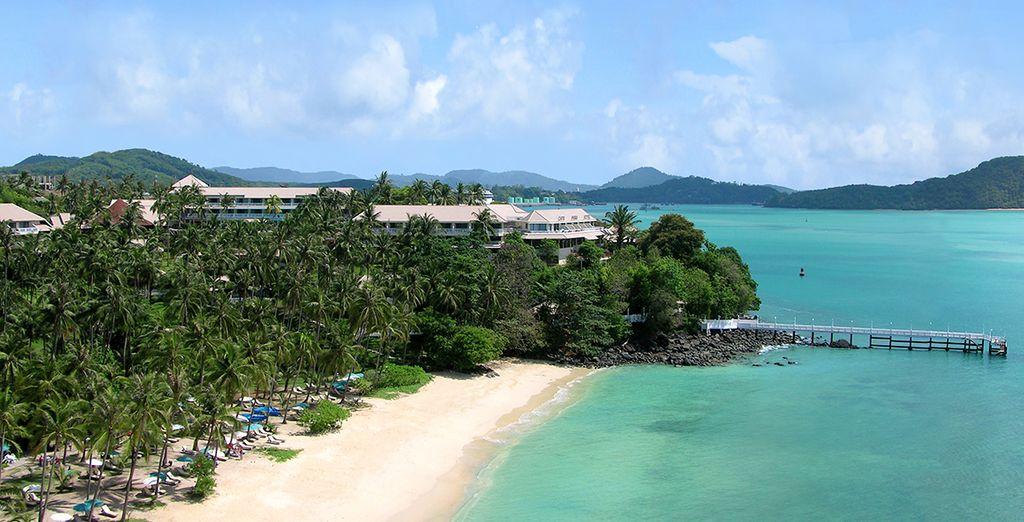 Situé sur une magnifique plage de sable blanc et au bord d'une eau turquoise...