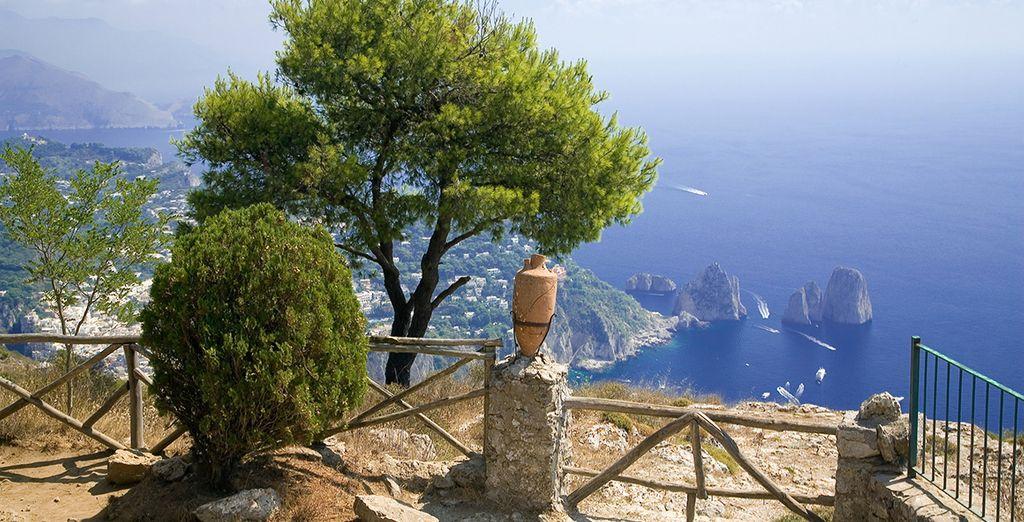 Vue splendide de Naples sur la mer méditerranée