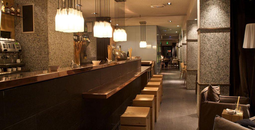 nella cornice moderna ed elegante del bar.