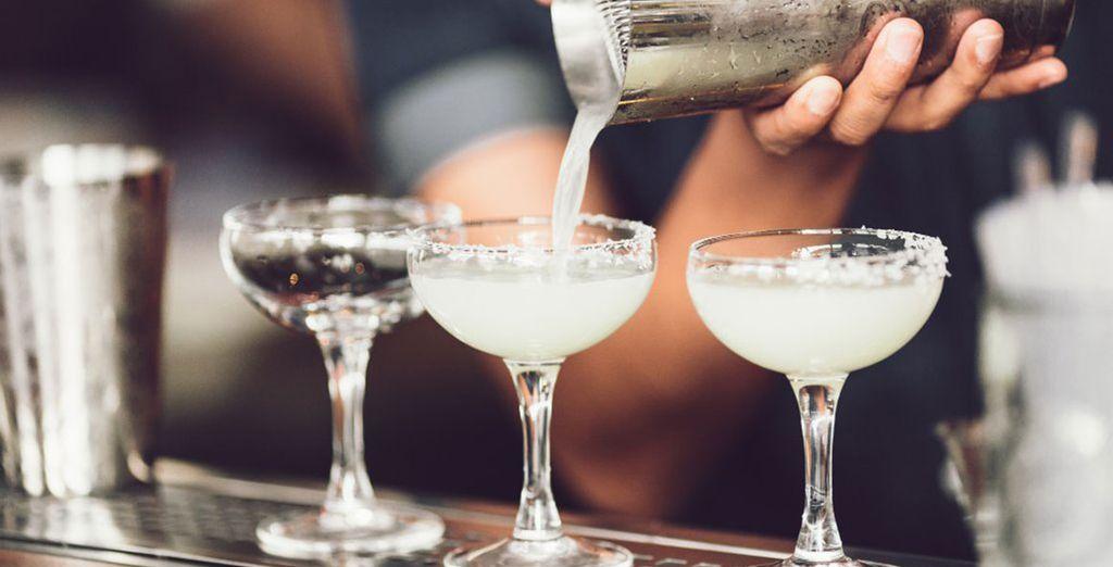 Propone drink e cocktail ricercati e rinfrescanti