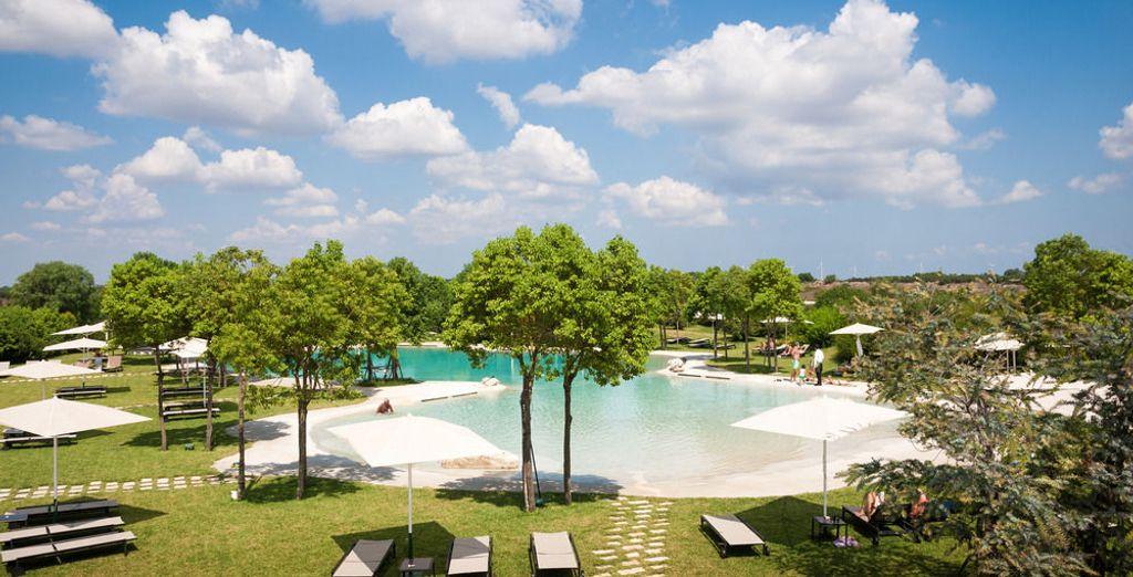 E anche la grande piscina esterna