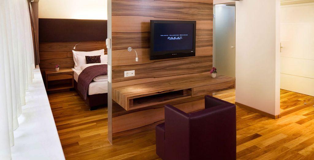 Ammirate gli interni eleganti della suite attache