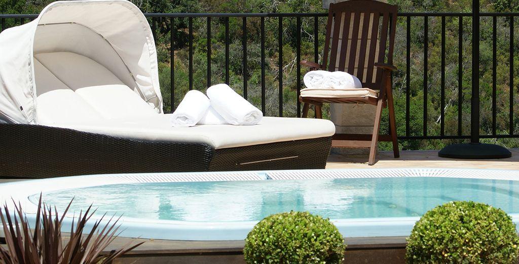 E potrete rilassarvi nella fantastica piscina idromassaggio