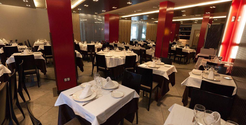 e a sera cenate nel ristorante interno.