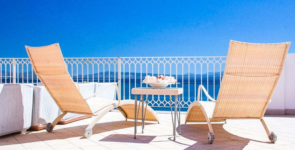 Dominate il mare dalla terrazza dell'hotel Riviera