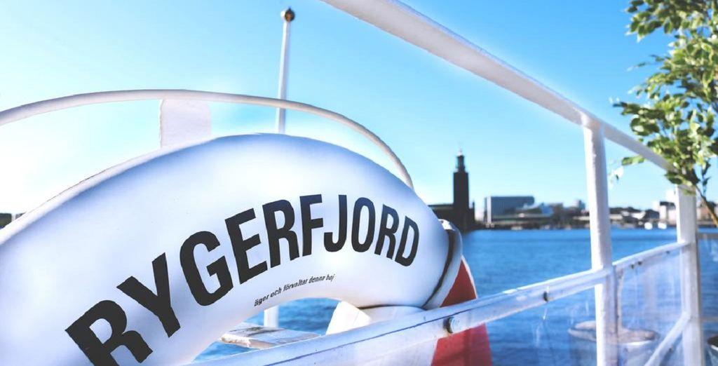 il Boat Hotel Rygerfjord vi aspetta attraccato in centro città