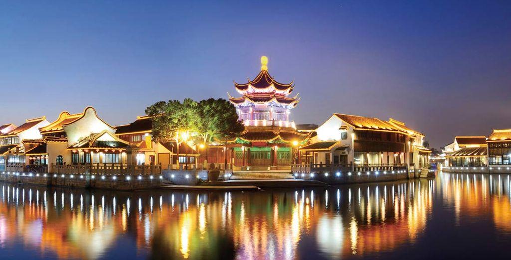 Camminerete per le vie di Suzhou e visiterete il Giardino dei Maestri delle Reti