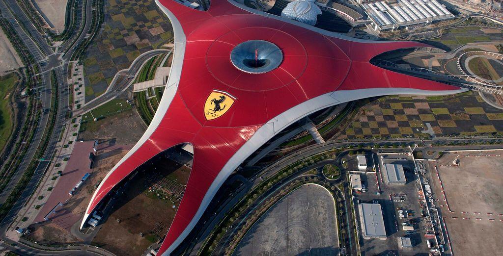 Il Ferrari World è meta di numerosi turisti appassionati del Cavallino Rampante