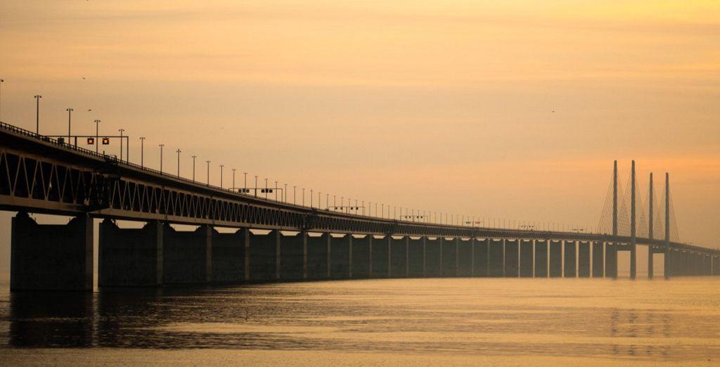 Ammirate l'imponenza del Ponte di Oresund, che collega la Danimarca con la Svezia