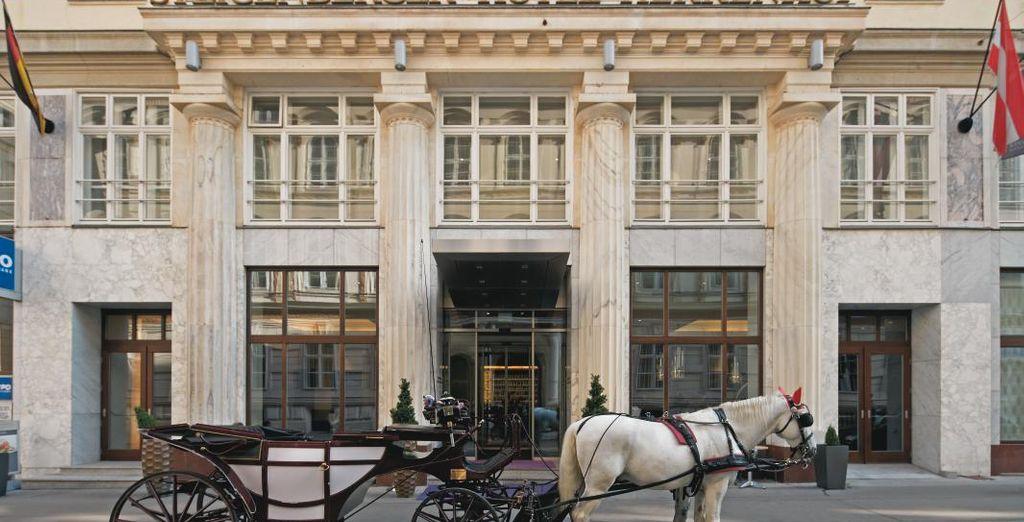 Il Steigenberger Hotel Herrenhof 5* vi sta aspettando