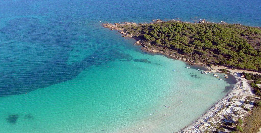 Il paesaggio della Sardegna e le coste rocciose che si affacciano sul Mar Mediterraneo
