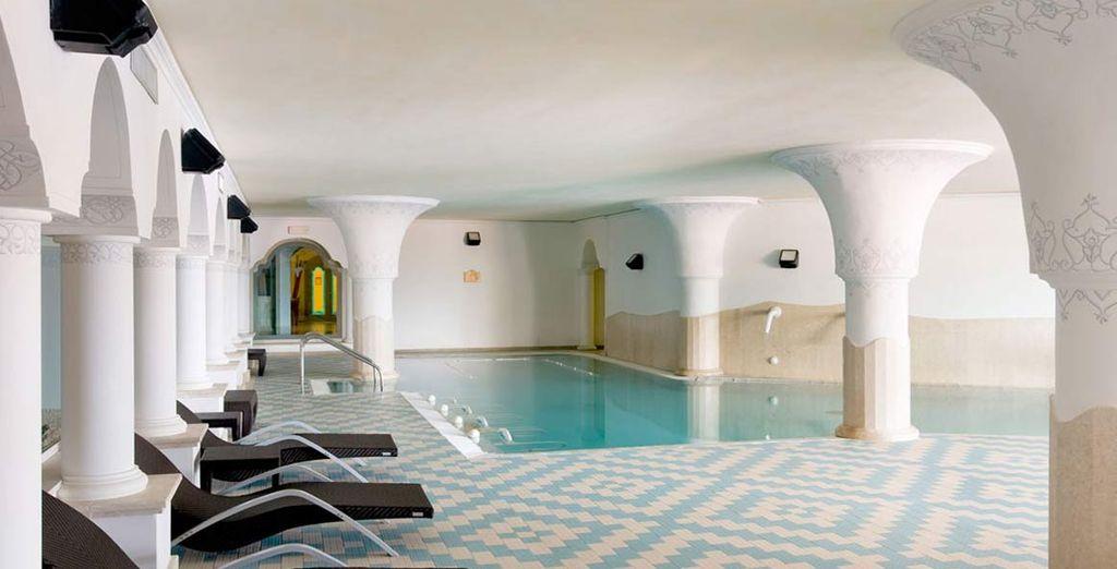 rilassatevi nella splendida piscina interna